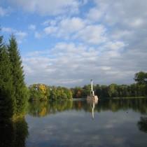 cs_Ekaterin-park_Bolshoy_prud_Chesmenskaja_kolonna_22-09-2005