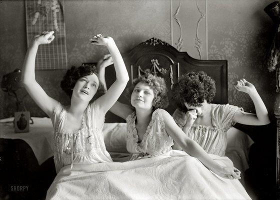 Три Девчонки На Одной Кровати