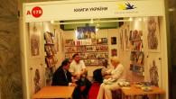 Для книг України не вистачило грошей на полиці - вони лежать на підлозі
