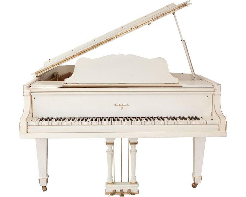 Рояль фото белый