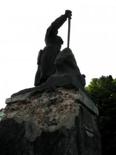 Памятник в районе завода Пархоменко