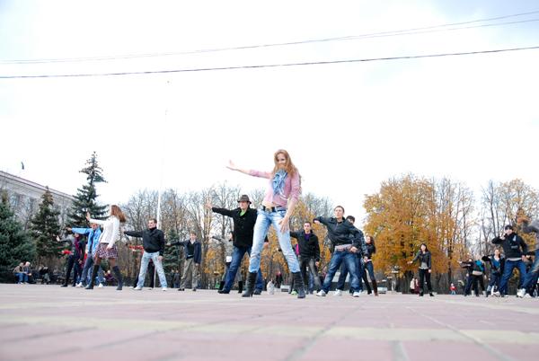 Танцевальная революция в Луганске