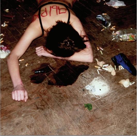 Фото с сексуальным унижением женщин