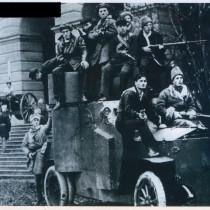 Броневик_у_Смольного_1917