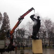 Снос памятника в Стрые. Фото Нестора Пясецкого